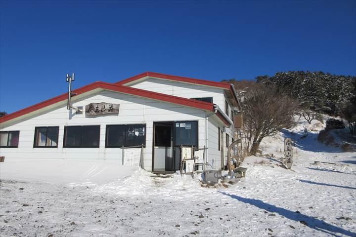 雪の花立山荘