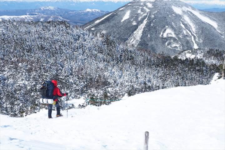 北横岳山頂から北側へ
