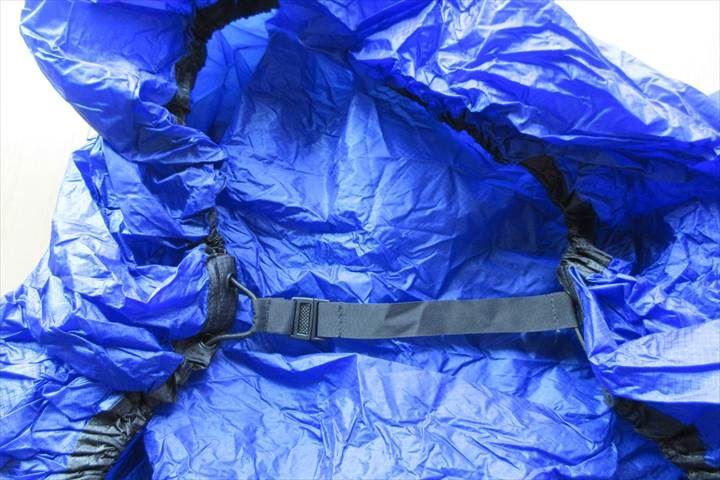ウルトラシルパックカバー(SEATOSUMMIT)背中側ベルト