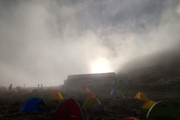 頂上山荘テント場