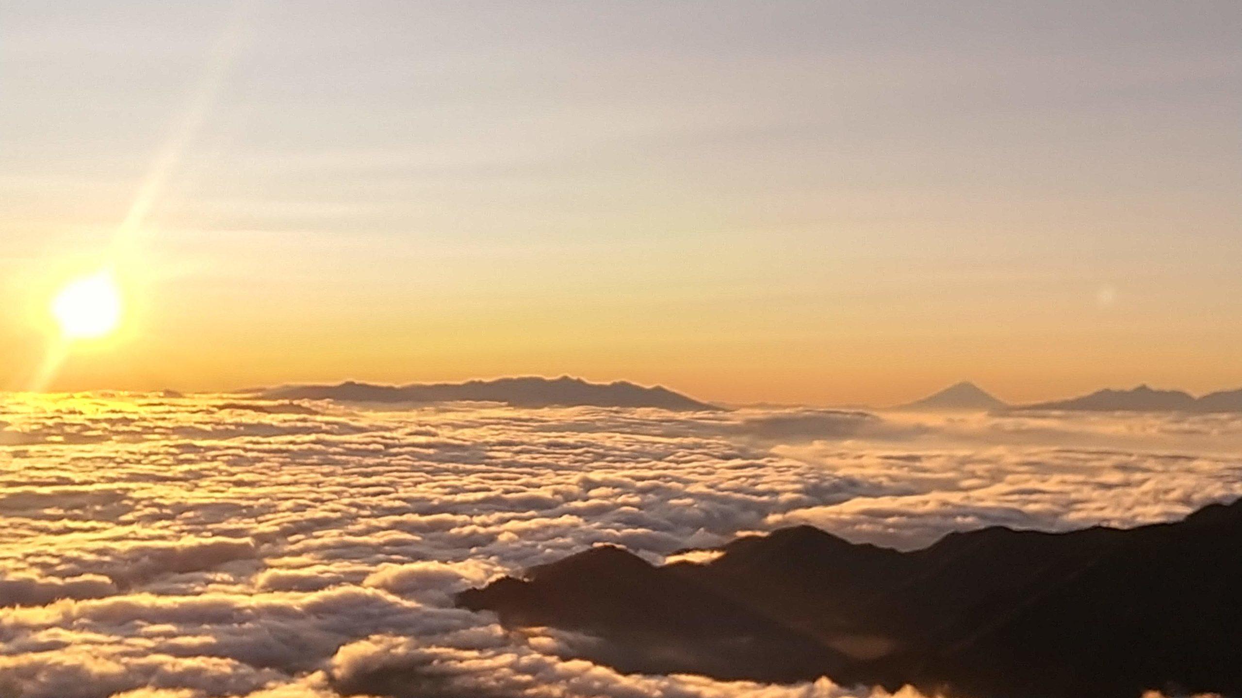 燕山荘テント場からの日の出