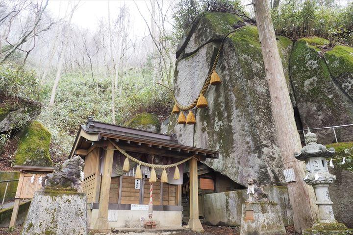 石割神社階段