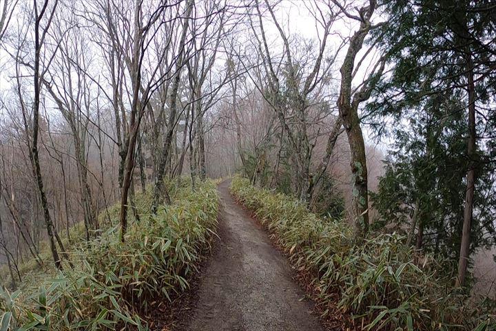 石割神社登山道